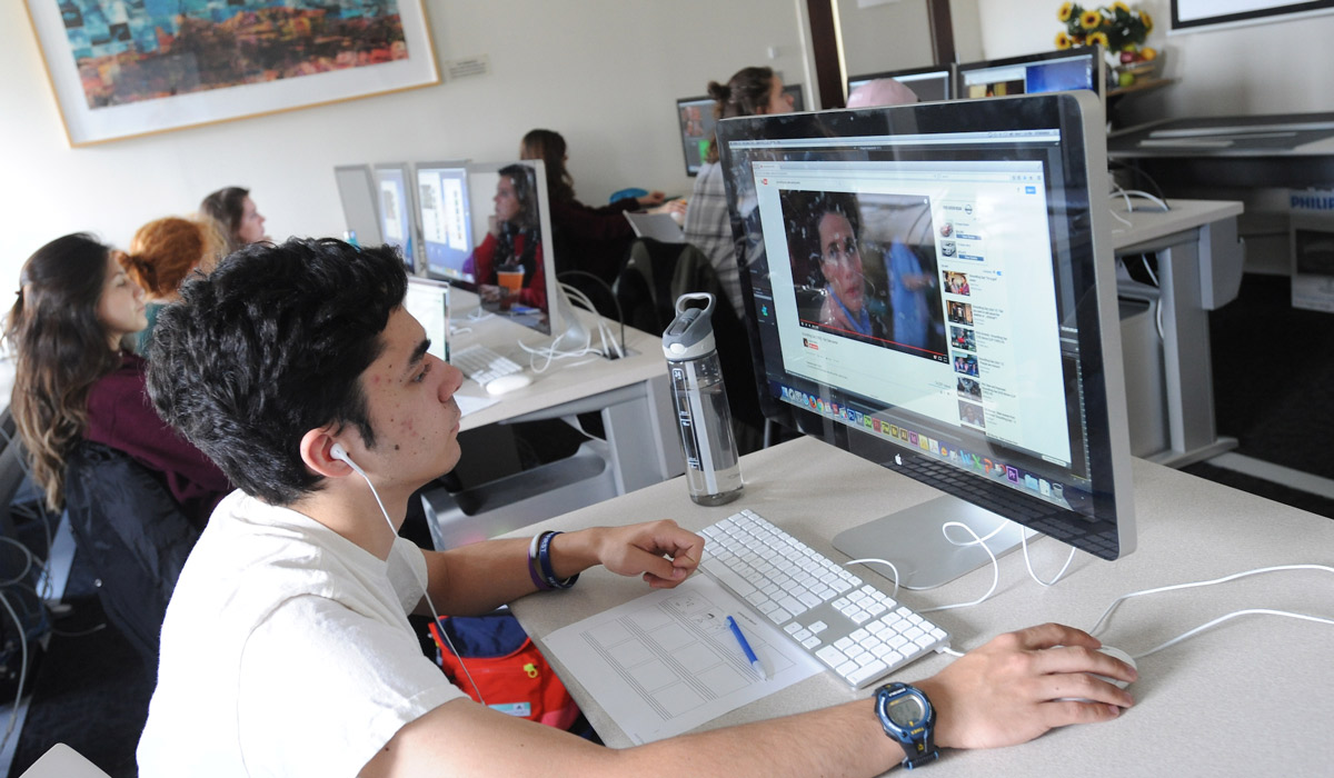 Students in digital arts lab